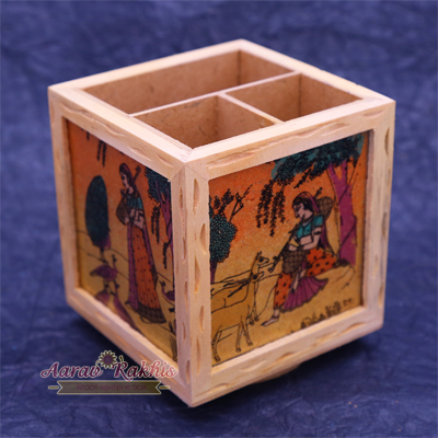 Handicraft Wooden Painted Revolving Pen Holder